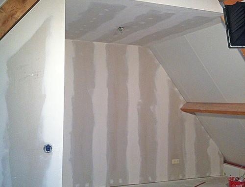 Zolderverbouwing 2 – waskamer/slaapkamer/bergruimte